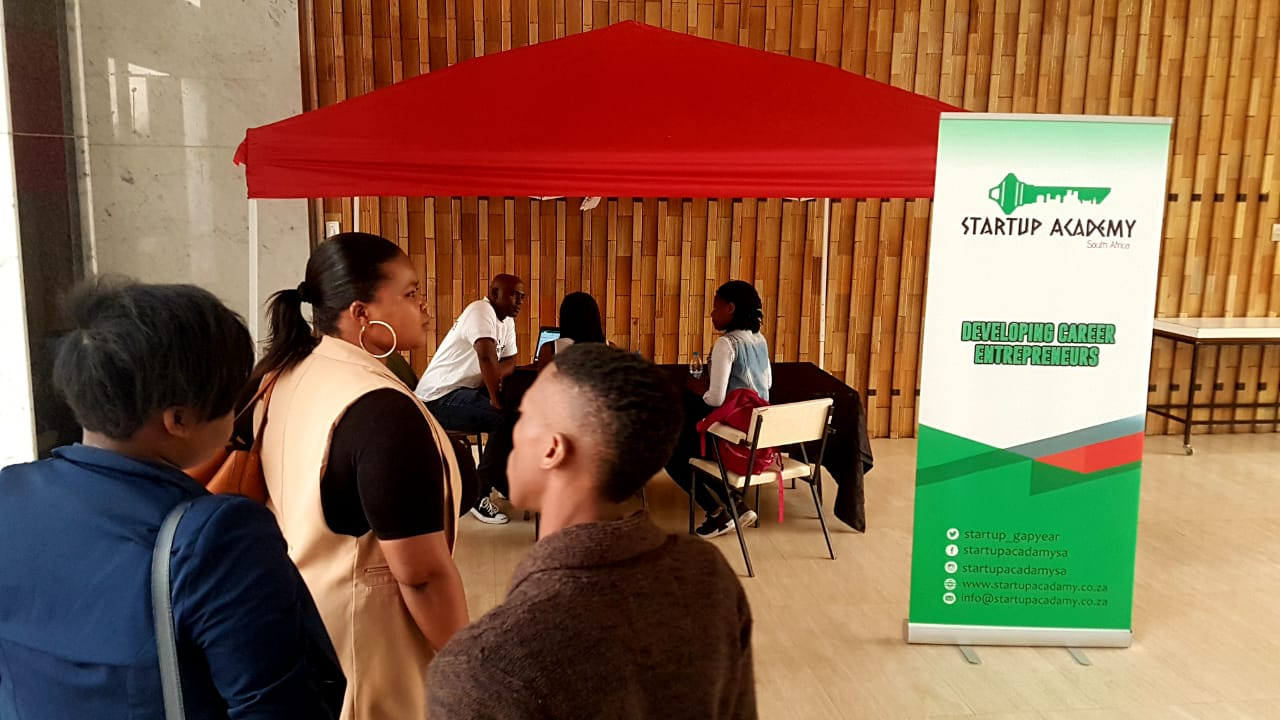 Ntokozo Sibiya from Startup Academy SA developing career entrepreneurs with a one-on-one session with business startups. #Coaching #BusinessMentorship #StartupAcademySA #SEW2018